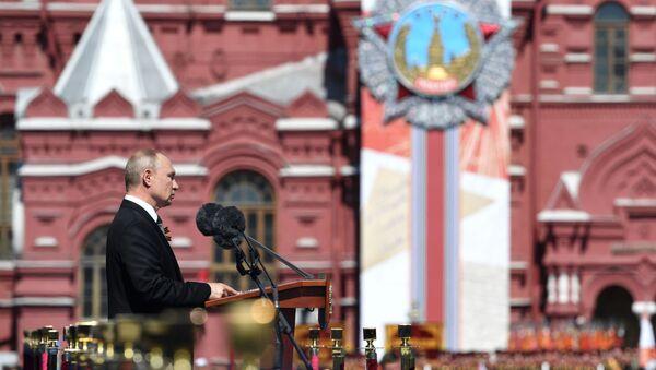 Ruský prezident Vladimir Putin během vojenské přehlídky v Moskvě, 24. června 2020. - Sputnik Česká republika