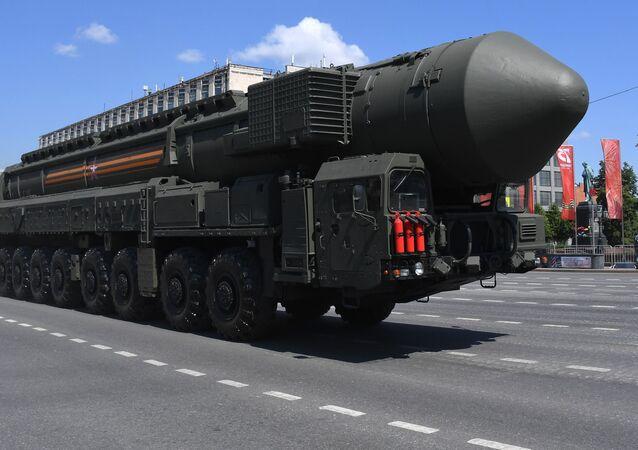 Autonomní raketomet PGRK Jars na přehlídce na Rudém náměstí