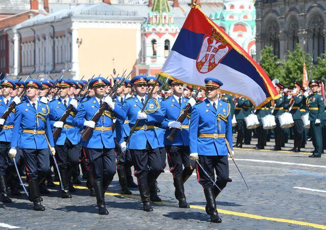 Vojáci srbské armády se také zúčastnili přehlídky vítězství v Moskvě.