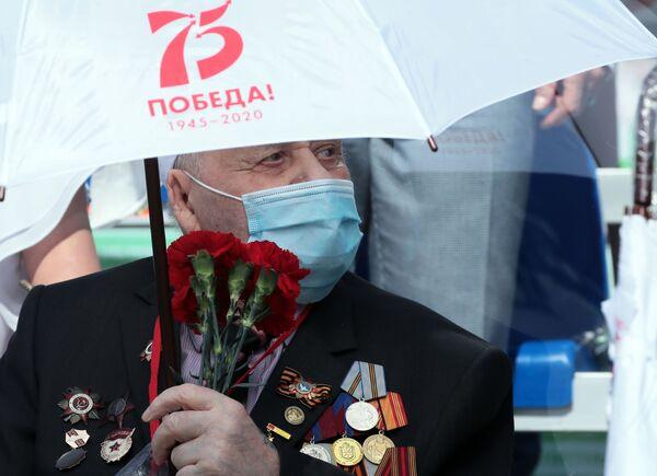 Veterán Velké vlastenecké války na tribuně při vojenské přehlídce vítězství v Tule - Sputnik Česká republika