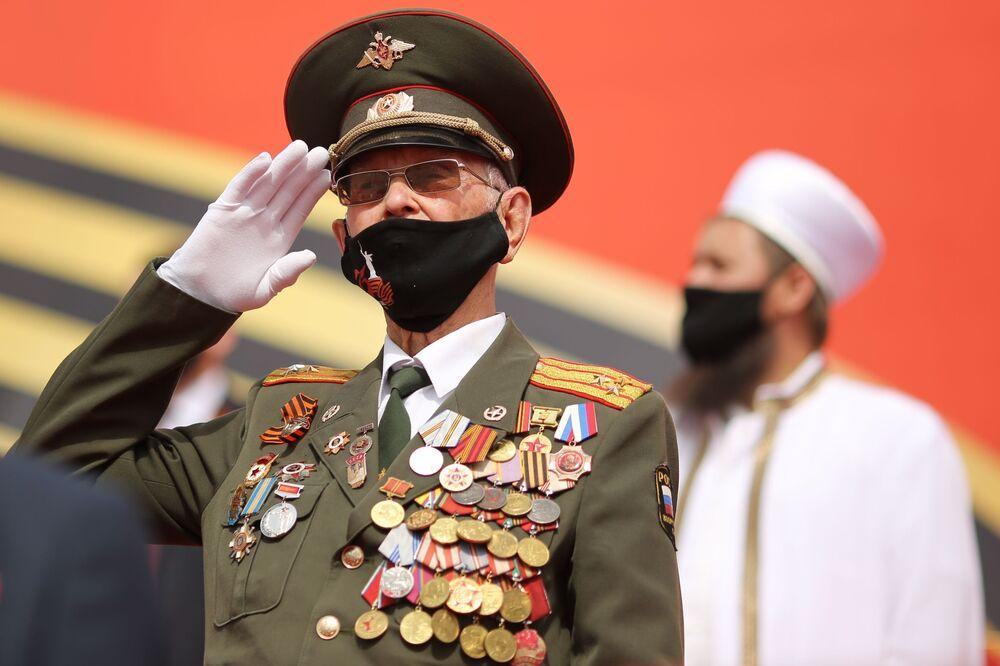 Veterán na vojenské přehlídce vítězství ve Volgogradu