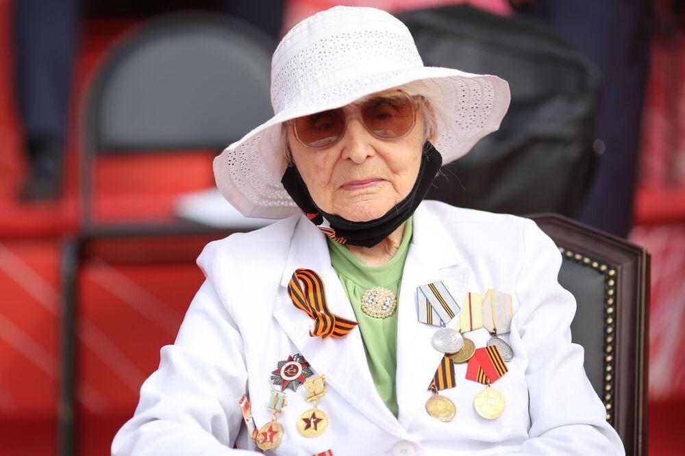 Veterán druhé světové války na vojenské přehlídce u příležitosti 75. výročí vítězství ve Volgogradu