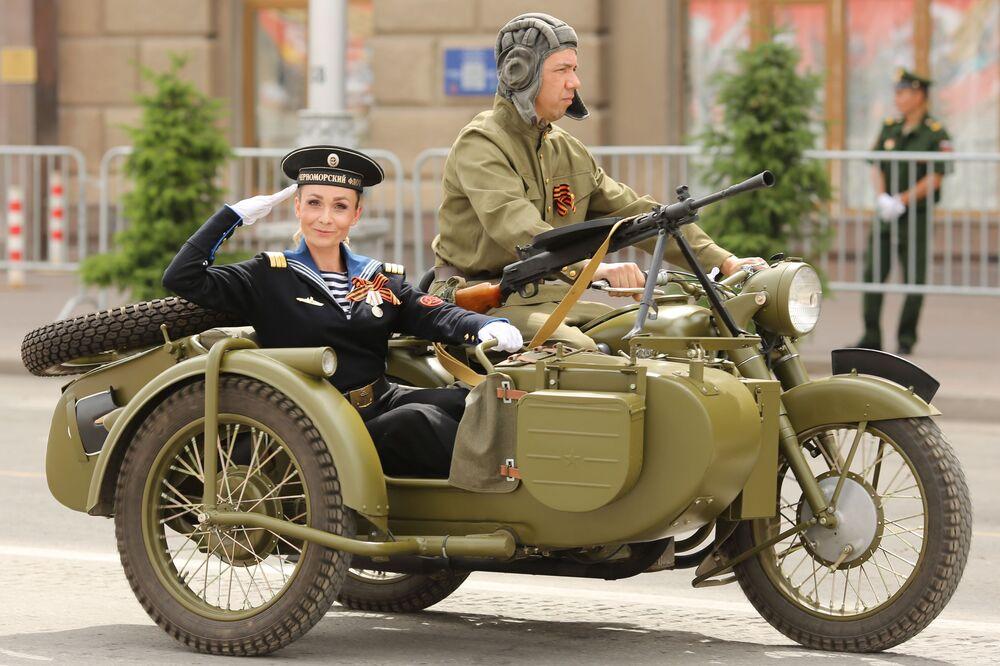 Vojenská přehlídka ve Volgogradu k 75. výročí vítězství