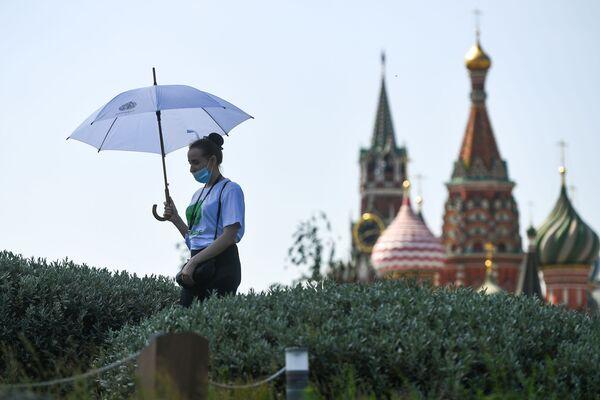 Dívka v parku Zarjadje v Moskvě - Sputnik Česká republika