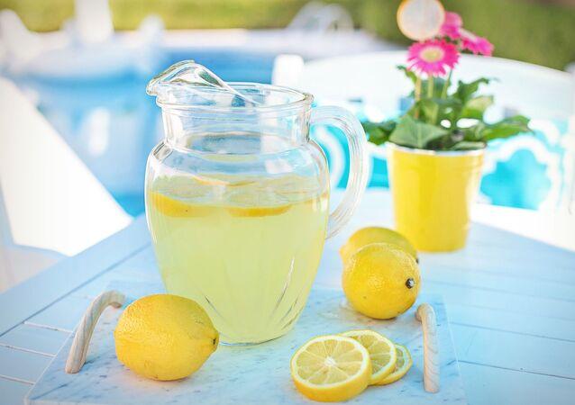 Domácí limonáda v džbánu