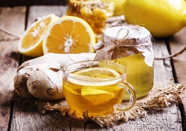 Čaj s medem a citrónem