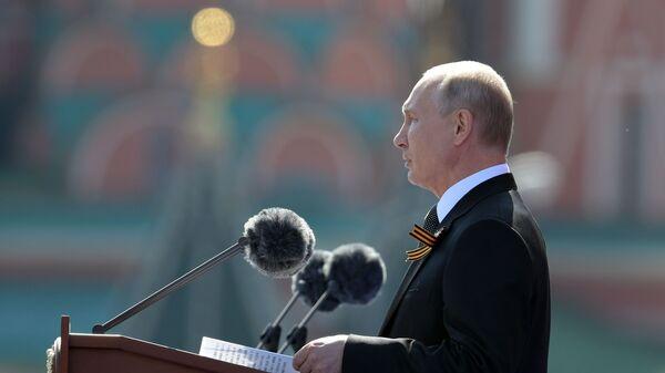 Ruský prezident Vladimir Putin během vojenské přehlídky ke Dní vítězství (22. 6. 2020) - Sputnik Česká republika