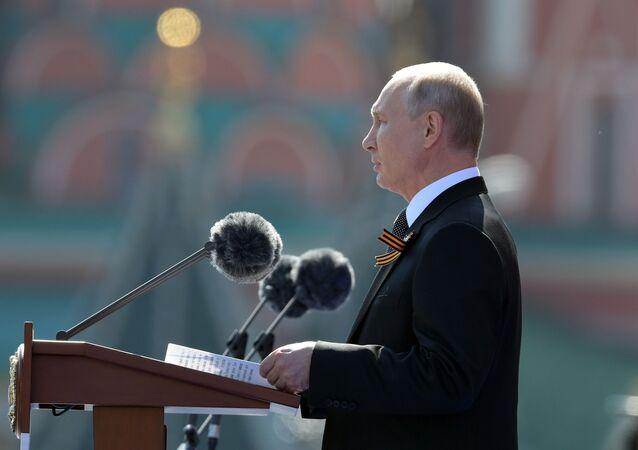 Ruský prezident Vladimir Putin během vojenské přehlídky ke Dní vítězství (22. 6. 2020)