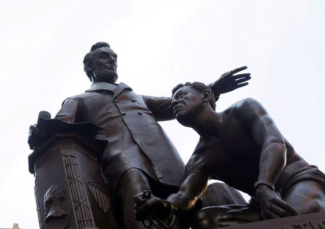 Pomník prezidentovi USA Abrahamu Lincolnovi v Bostonu