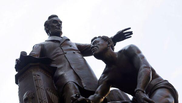 Pomník prezidentovi USA Abrahamu Lincolnovi v Bostonu - Sputnik Česká republika