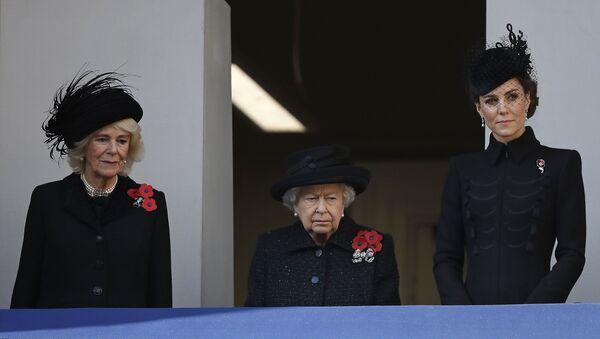 Britská královna Alžběta II, vévodkyně z Cambridge, vévodkyně z Cornwallu - Sputnik Česká republika