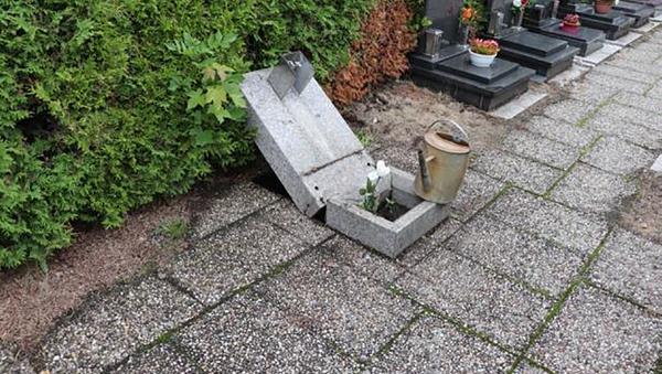 V areálu libereckého krematoria bylo poškozeno 25 hrobů - Sputnik Česká republika