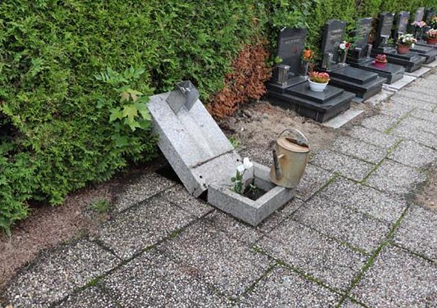V areálu libereckého krematoria bylo poškozeno 25 hrobů