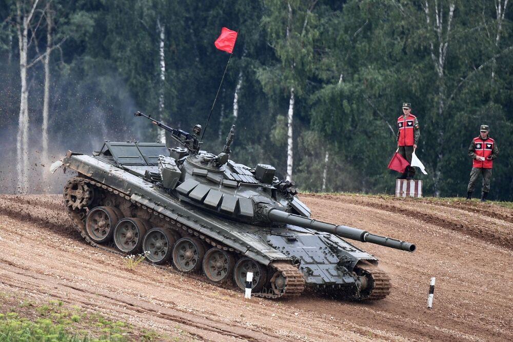Závěrečná fáze soutěže Tankový biatlon v Moskevské oblasti