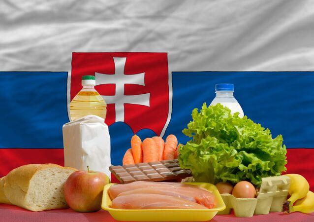 Potraviny na pozadí vlajky Slovenska