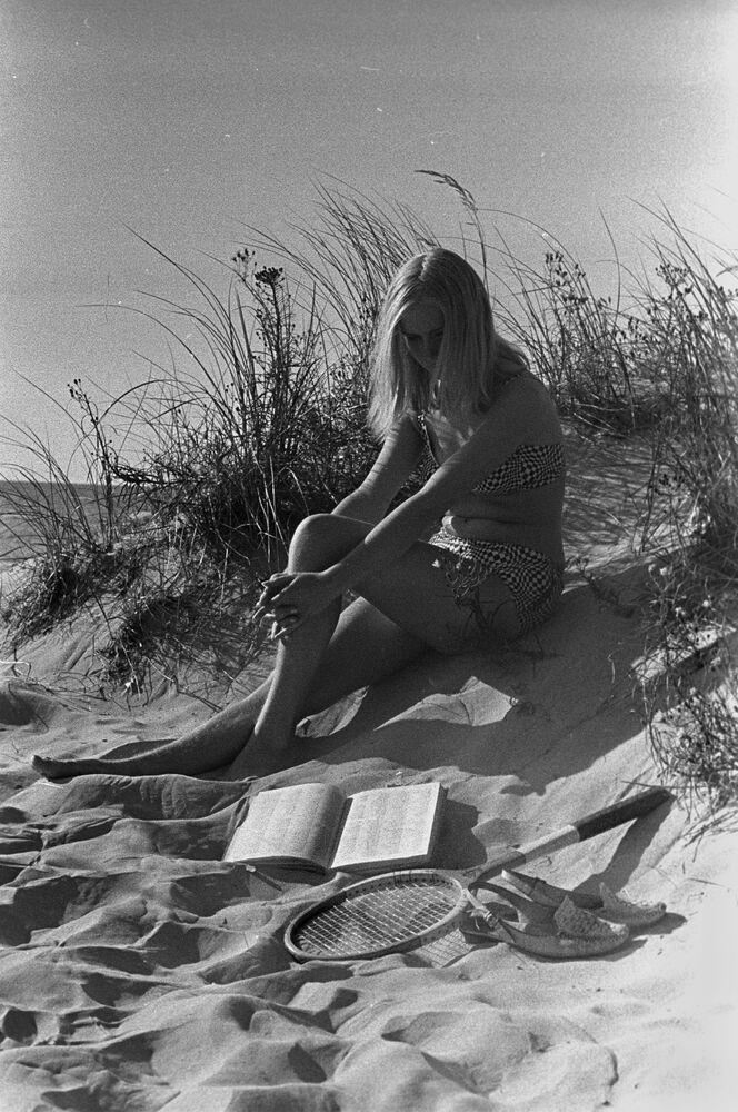 Dívka u moře, Lotyšsko, 1968