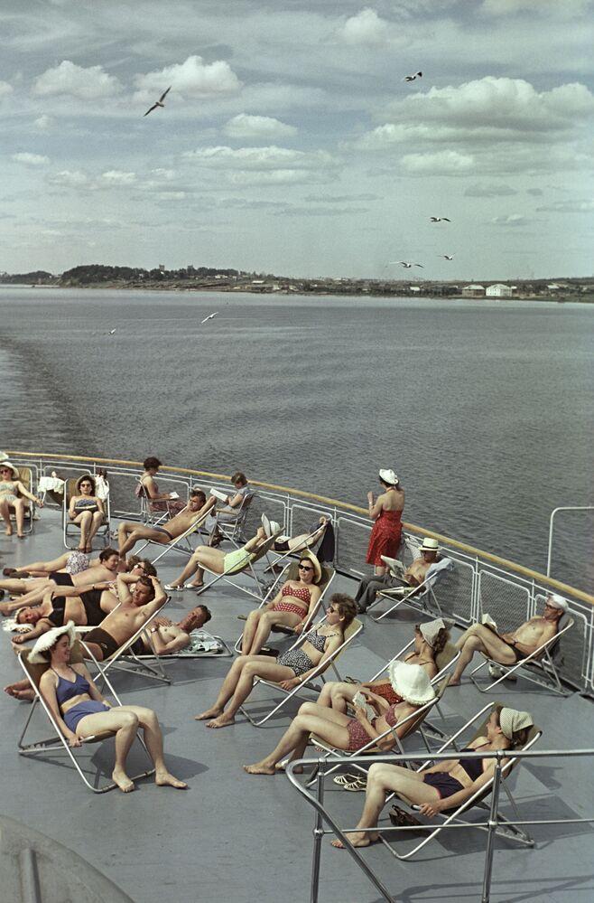 Opalování během plavby na parníku