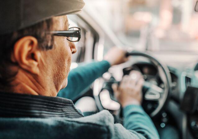 Muž za volantem