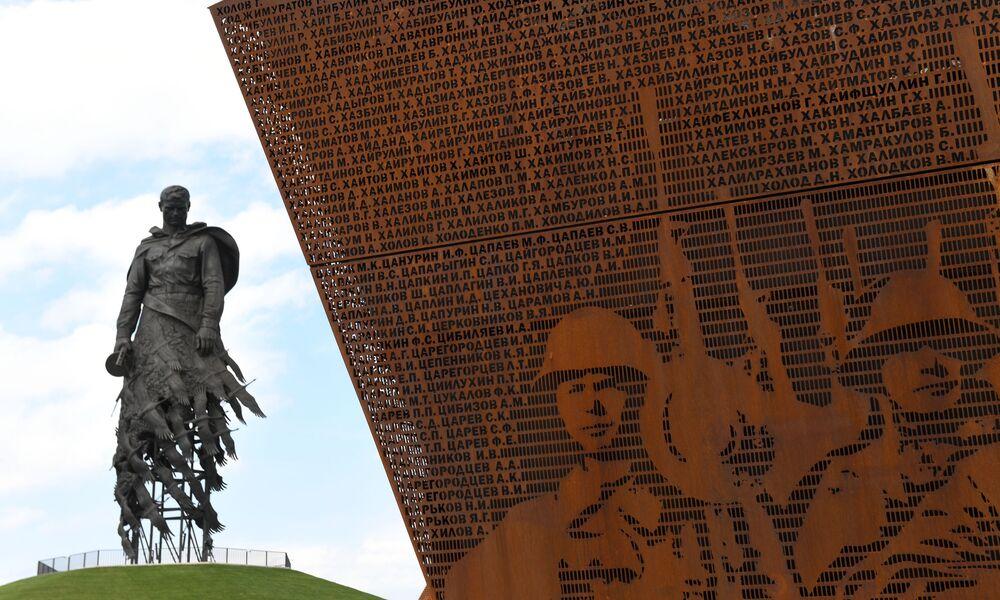 Rževský památník sovětského vojáka v regionu Tver