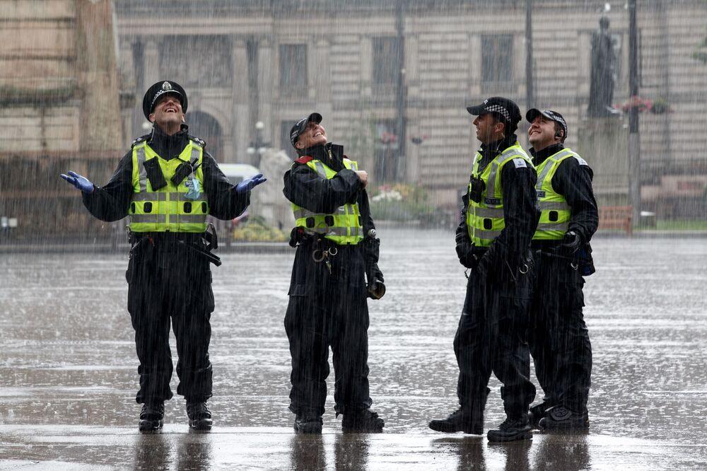 Policisté na George Square v Glasgow