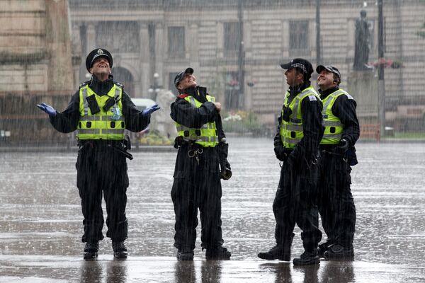 Policisté na George Square v Glasgow - Sputnik Česká republika