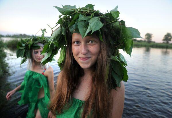 Běloruské dívky během kupadelných svátků - Sputnik Česká republika