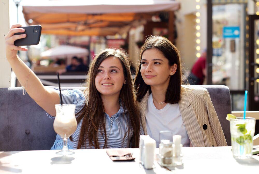 Ruské dívky v moskevské kavárně