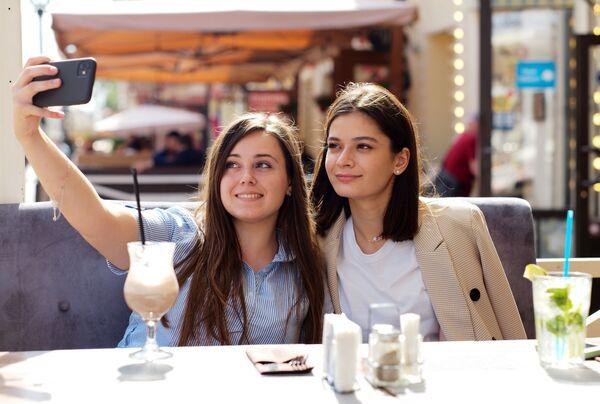 Ruské dívky v moskevské kavárně - Sputnik Česká republika