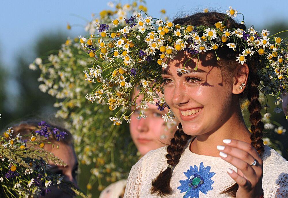 Běloruské dívky během kupadelných svátků