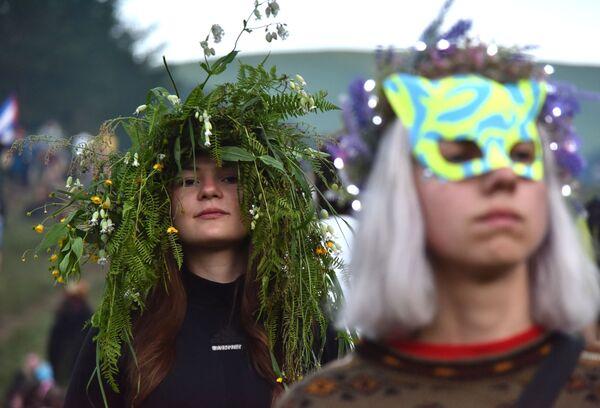 Ukrajinské dívky během kupadelných svátků - Sputnik Česká republika
