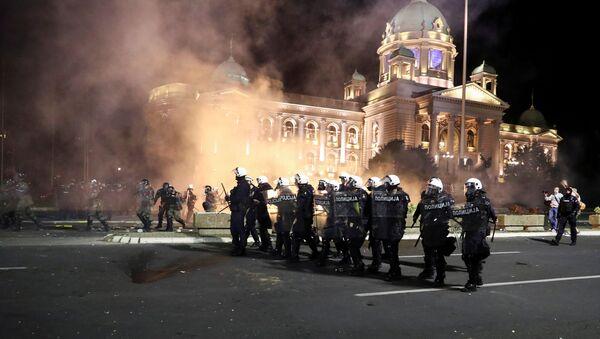 Srážky mezi demonstranty a policií v Bělehradě - Sputnik Česká republika