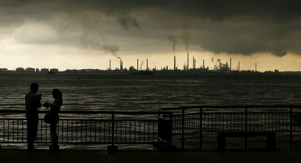Ropná rafinerie Pulau Bukom v Singapuru