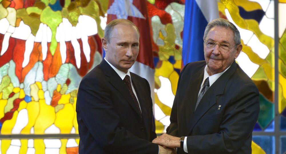 Vladimir Putin a Raúl Castro
