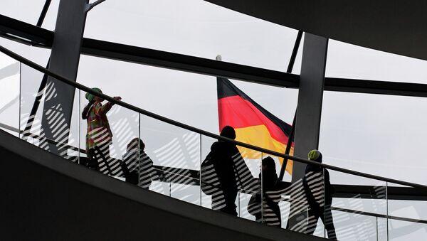 Německá vlajka v Reichstagu - Sputnik Česká republika