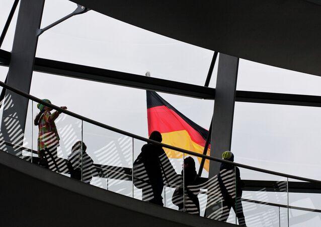 Německá vlajka v Reichstagu