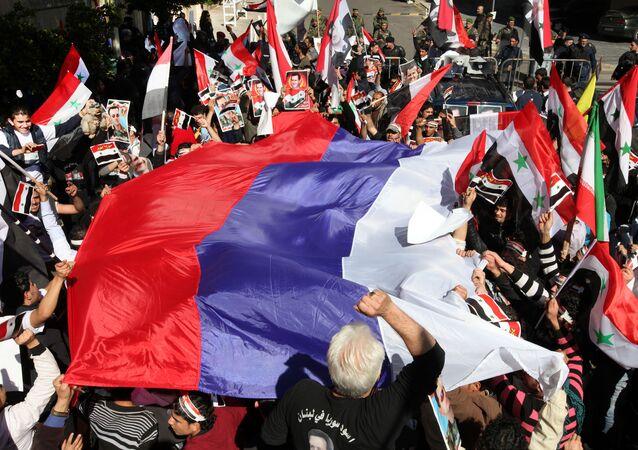 Ruská vlajka během akce v Libanonu