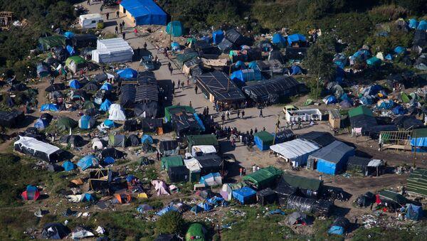 Migranti v táboře New Jungle v Calais, Francie - Sputnik Česká republika