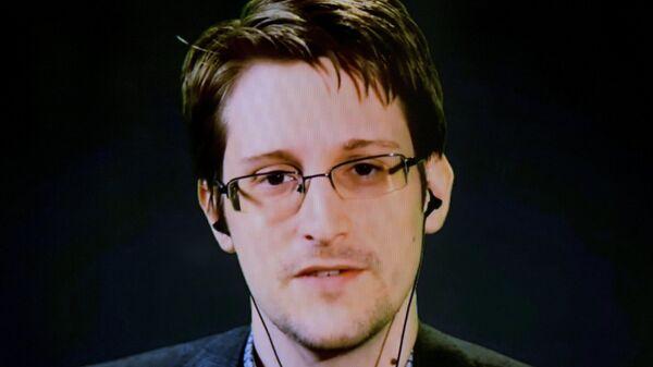 American whistleblower Edward Snowden delivers remarks via video link from Moscow - Sputnik Česká republika