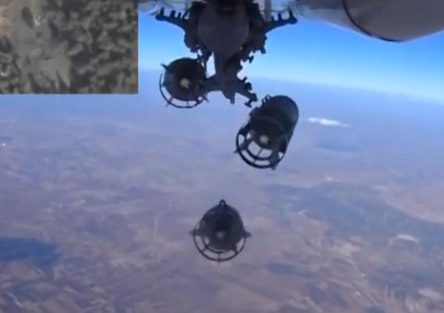 Od startu do přistání: exkluzivní záběry bombardování pozic IS