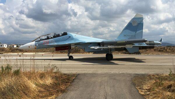 Stíhačka Su-30 v Sýrii - Sputnik Česká republika