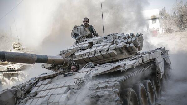 Syrský tank u Damašku - Sputnik Česká republika