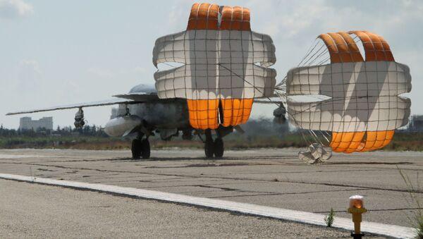 Ruská stíhačka Su-24 na základně v Sýrii - Sputnik Česká republika