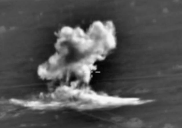Útoky ruského letectva na pozice IS v provinciích Rakka a Aleppo. VIDEA