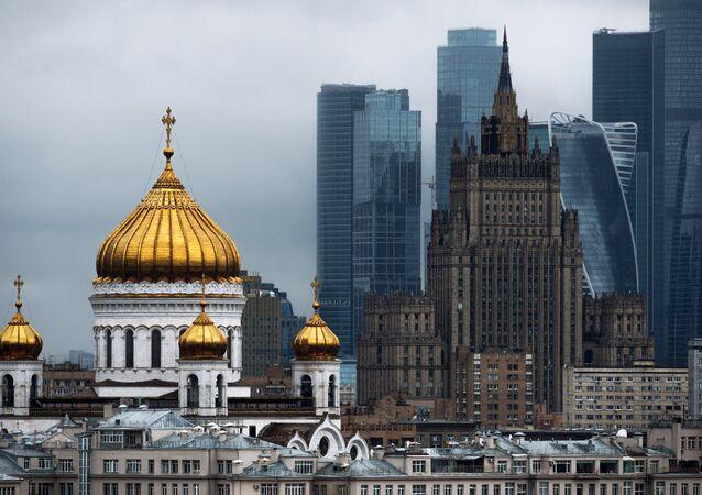 Moskva, Katedrála Krista Spasitele, budova MZV RF a obchodní čtvrť Moskva-City