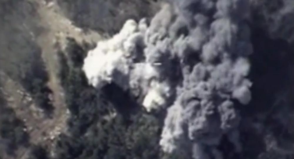 Su-34, Su-24M a Su-25SM útočí na pozice IS v horách