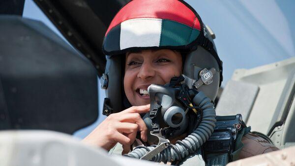 Pilotka vojenského letectva SAE Mariam Mansúri na F-16 - Sputnik Česká republika