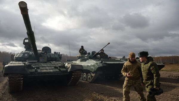 Tank T-72 během zkoušky - Sputnik Česká republika