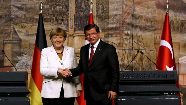 Angela Merkelová a Ahmet Davutoglu v Istanbulu - Sputnik Česká republika