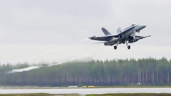 Letadlo švýcarských ozbrojených sil F/A-18 - Sputnik Česká republika