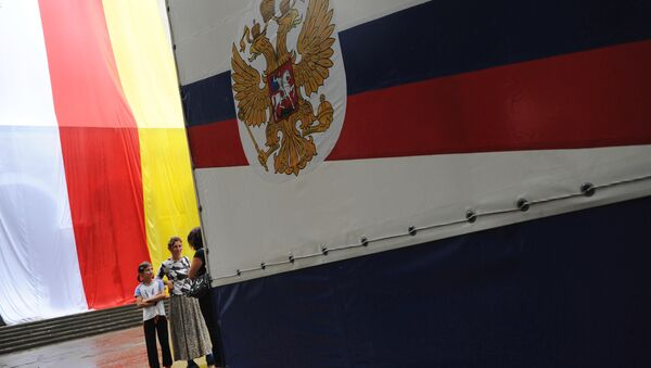 Vlajky Jižní Osetie a RF - Sputnik Česká republika